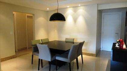 02 - Sala de jantar com lindo projeto de ilu
