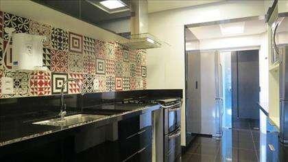 13 - Cozinha com revestimento mosaico da DEC