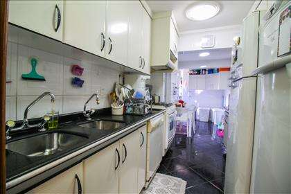 20 - Cozinha com armários planejados.jpg