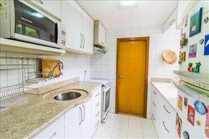 17 - Cozinha com armários planejados.jpg