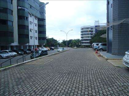 07- Amplo estacionamento