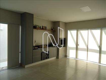08- Cozinha com armários planejados