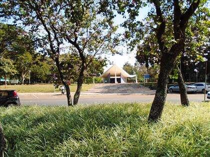 05 - Localizado em Quadra Modelo de Brasília