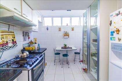 07 - Cozinha com espaço para jantar