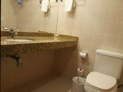 Detalhes do banheiro.