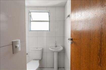Detalhes do banheiro social.