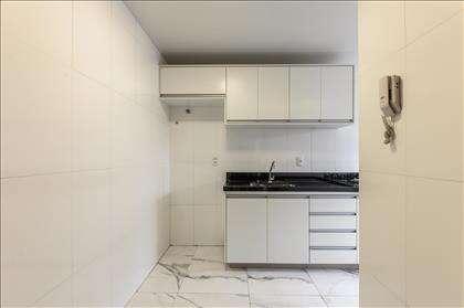 Espaço amplo na cozinha.