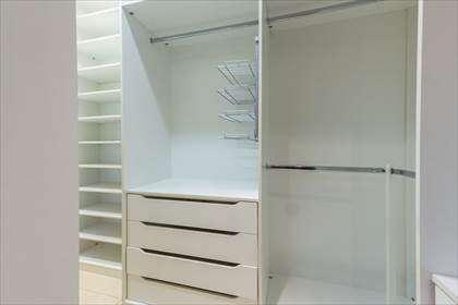 18 - Closet