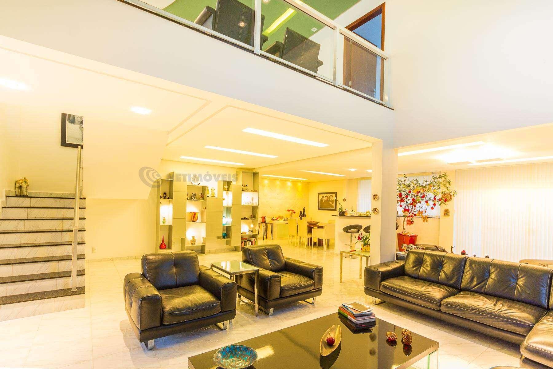 casa,casa alto padrão,área de lazer,pisicna,espaço gourmet,suítes,vagas de garagem,sala ampla,sala de tv,pé direito alto,aquecimento solar,projeto de iluminação,cozinha com armários,armários planejados,