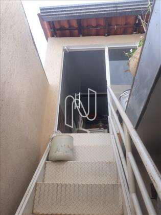 Escada para o quarto ou oficina.