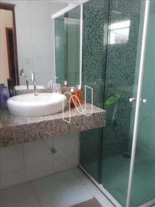 Banheiro da suíte do casal.