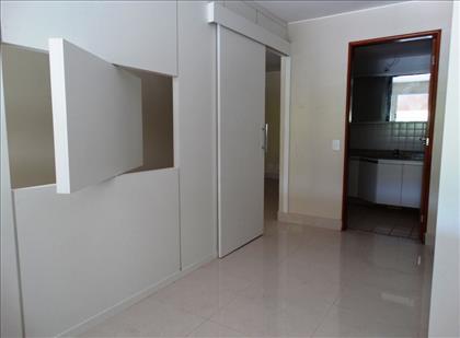 Quarto com acesso ao banheiro e local p/Tv