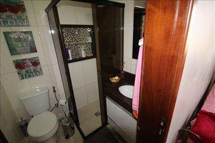 Banheiro Social compartilhado com o quarto.