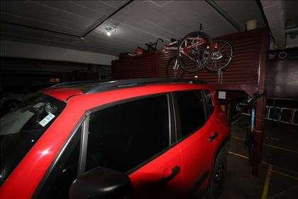 Garagem particular com armários