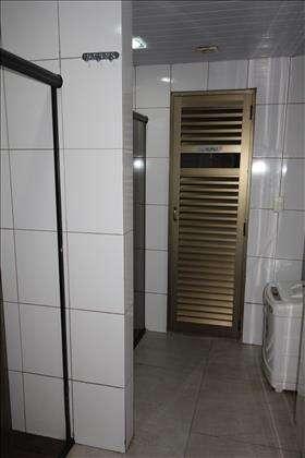 Sauna com banheiros