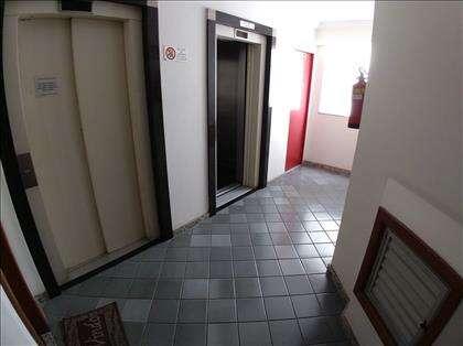 Hall do andar, 2 elevadores