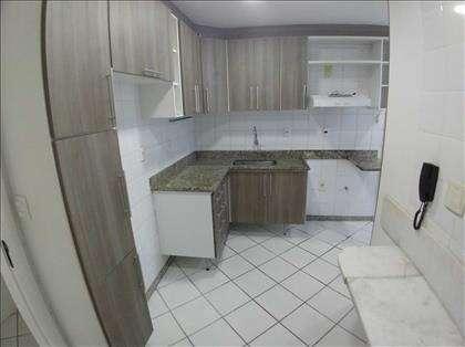 Cozinha clara e ventilada