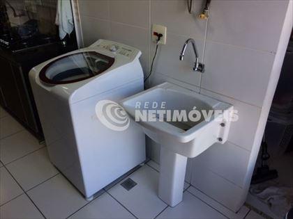 area de serviço com banheiro de serviço