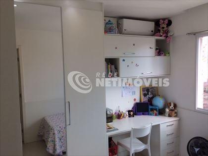 quarto 2 com armarios