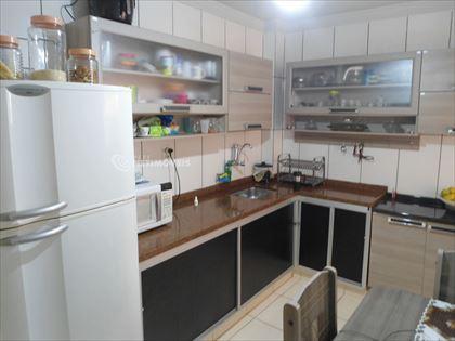 Cozinha montada e ampla
