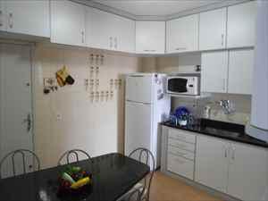 Excelentes armários na cozinha