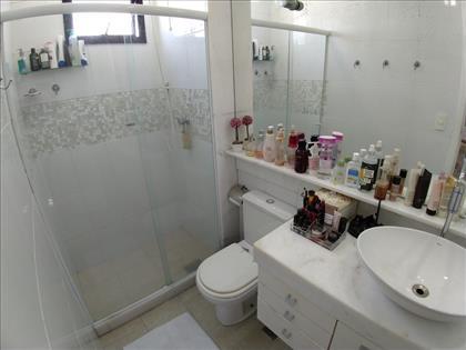 Banheiros com armários. Social.