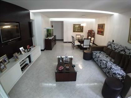 Sala de estar em 1º plano