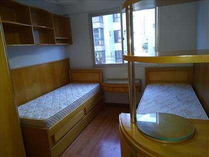 Inclusas camas e colchões.