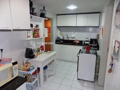 Cozinha montada com armários
