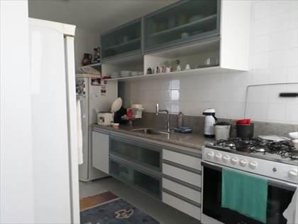 cozinha com armários novos