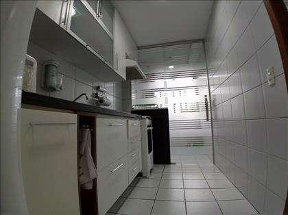 Cozinha com armários modulados