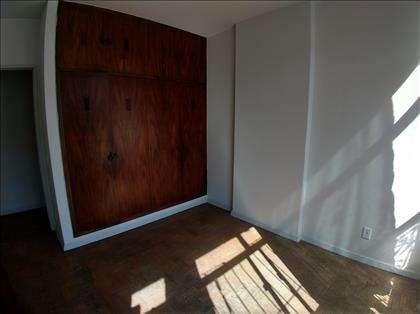 quarto 02 com armários