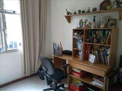 quarto de solteiro/ escritorio