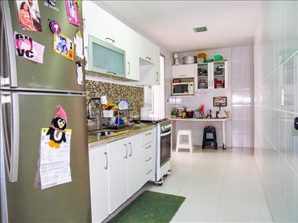 Cozinha ampla e toda montada