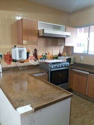 Cozinha ampla e montada