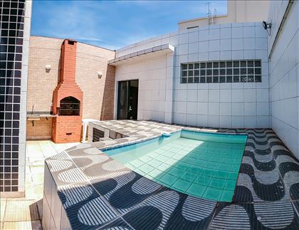 Área privativa com churrasqueira e piscina