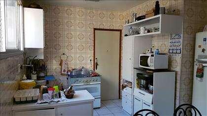 Cozinha ampla e clara