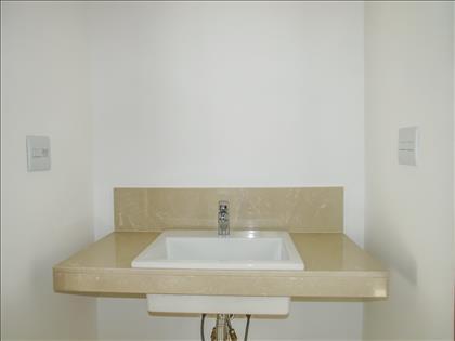 Banheiro da suite canadense