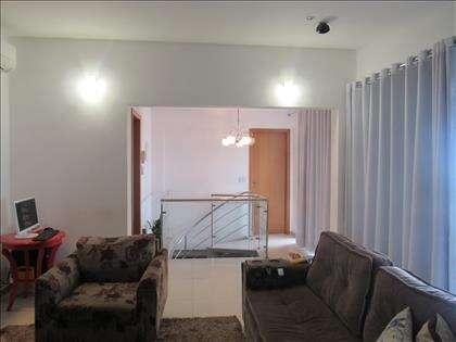 Escada e entrada da suite master
