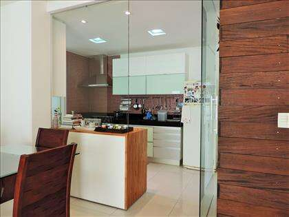 Separação da cozinha para sala em vidro
