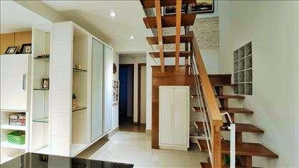 Sala estar/jantar: detalhe da escada