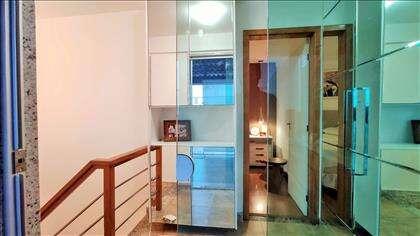 Hall do 2º piso: armários tipo sapateira