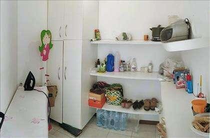 Quarto de empregada - bancada armários