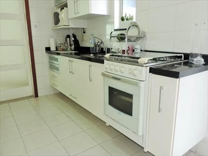 Cozinha - detalhe dos armários sob bancada