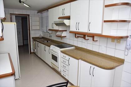 Cozinha com excelentes armários - 02