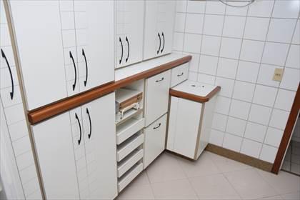 Cozinha com excelentes armários - 04