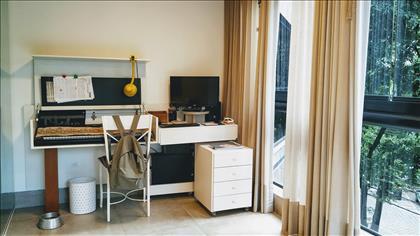 Escritório na varanda integrada da suite