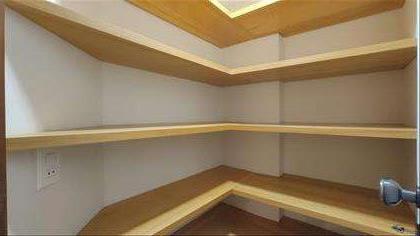 Armário no corredor dos quartos
