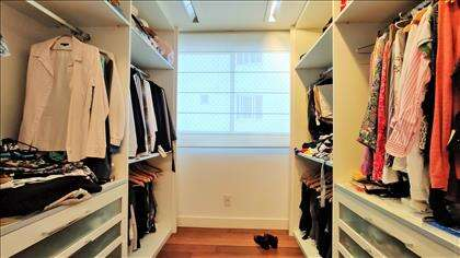 Suíte master: closet espaçoso