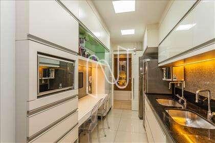Cozinha com detalhes em vidrotil